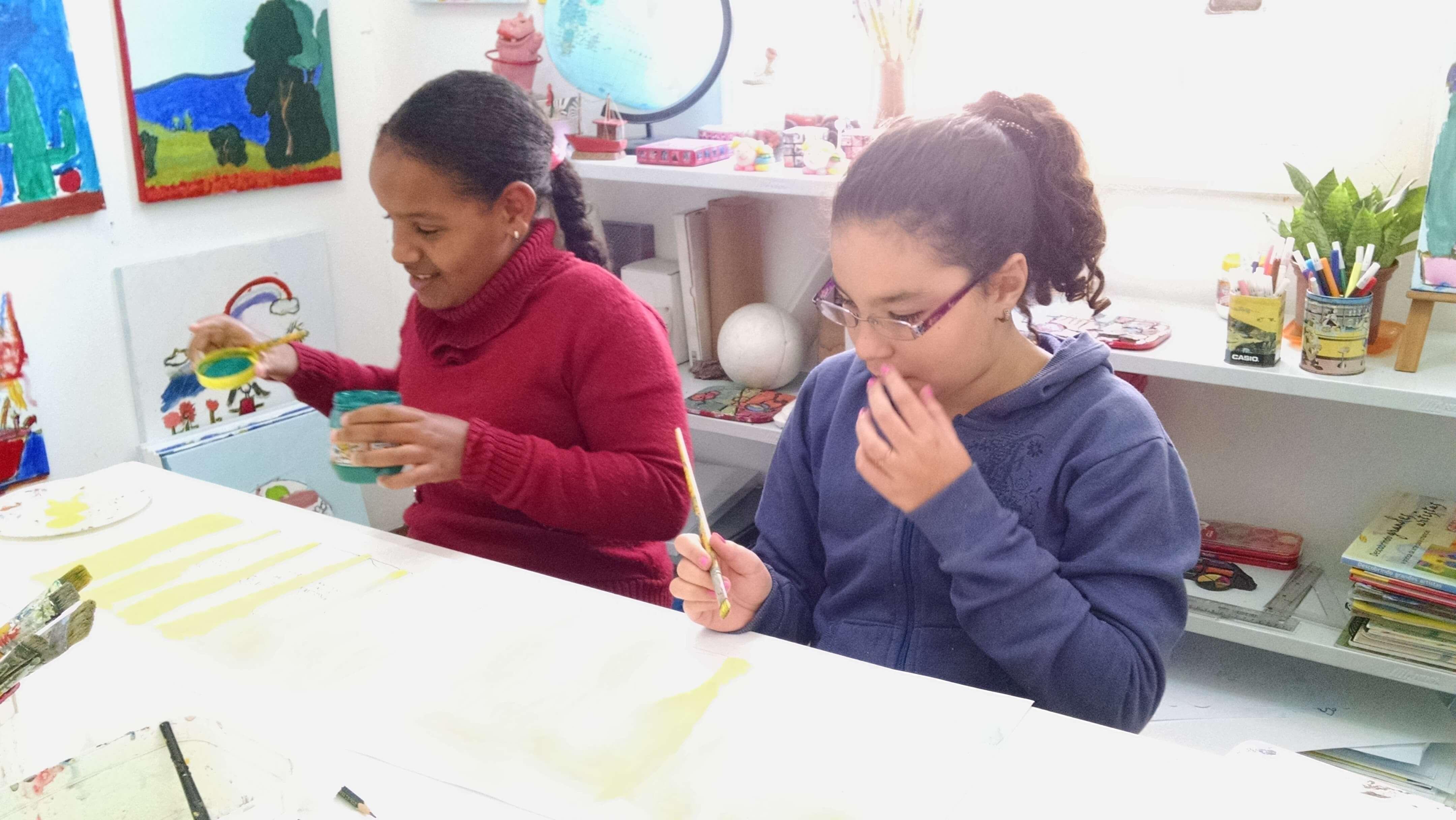 crianças-pintando